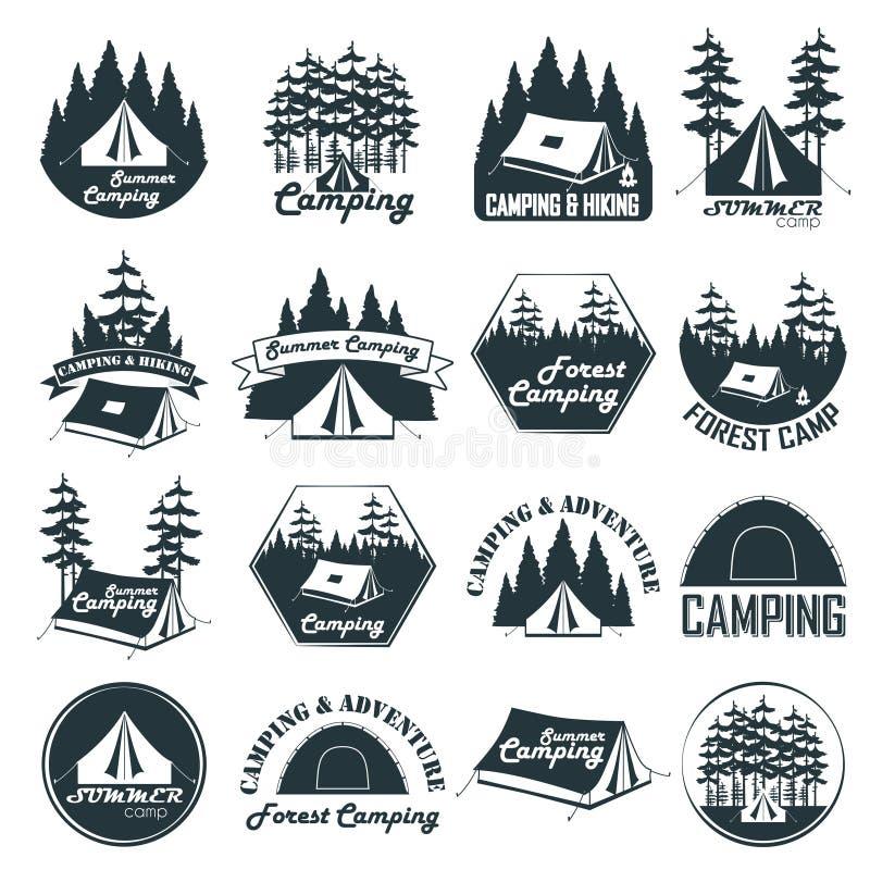 Grupo de emblemas de acampamento, de logotipos e de crachás do vintage ilustração royalty free
