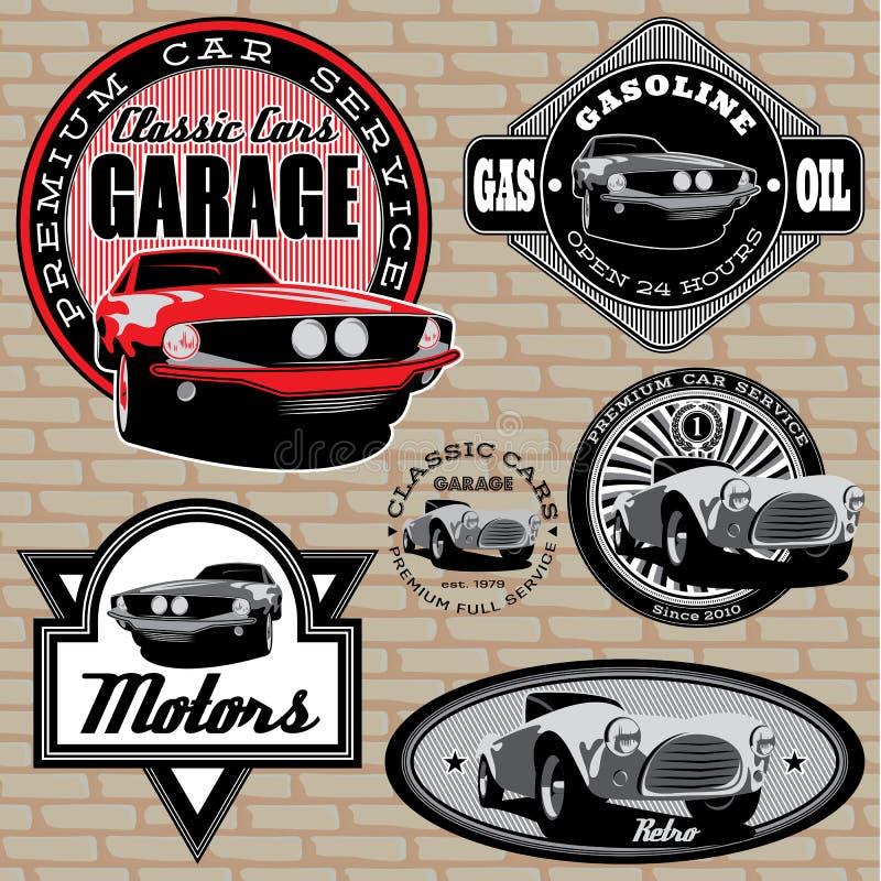 Grupo de emblemas com o carro retro na parede ilustração do vetor