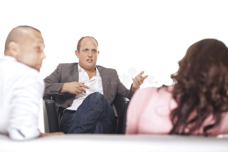 Grupo de empresários que discutem fotografia de stock