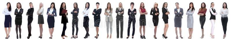 Grupo de empresaria joven acertada que se coloca en fila imagenes de archivo