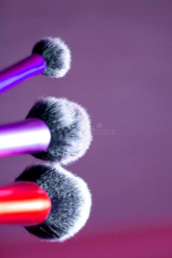 Grupo de escovas em tamanhos diferentes para a composição imagens de stock