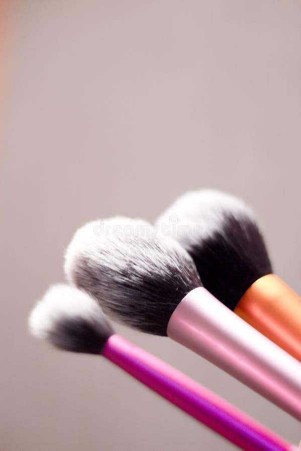 Grupo de escovas em tamanhos diferentes para a composição foto de stock