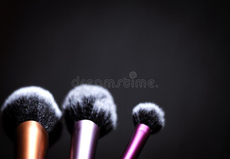 Grupo de escovas em tamanhos diferentes para a composição fotografia de stock royalty free