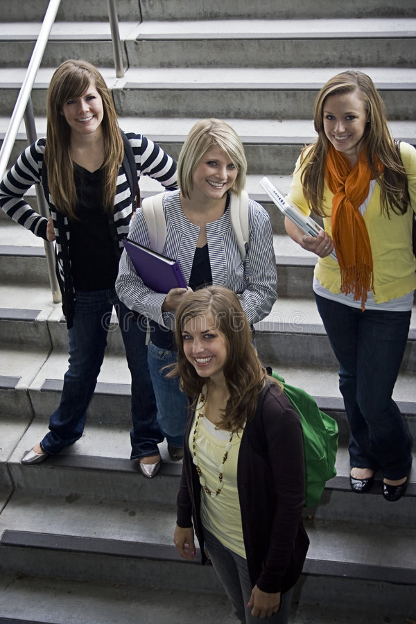 Grupo de estudantes universitários imagens de stock