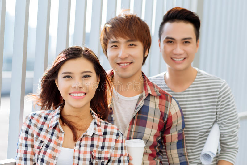 Grupo de estudantes vietnamianos foto de stock royalty free