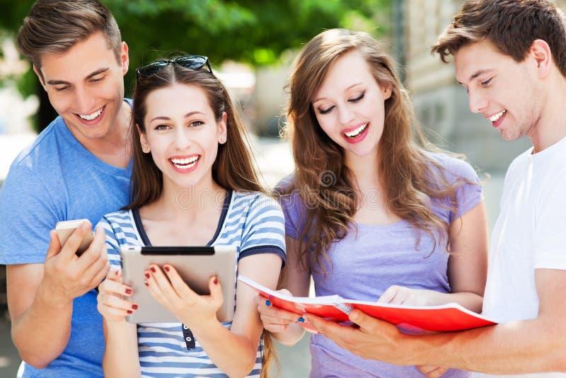 Grupo de estudiantes foto de archivo
