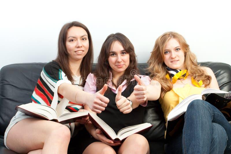 Grupo de estudiantes con los libros foto de archivo libre de regalías