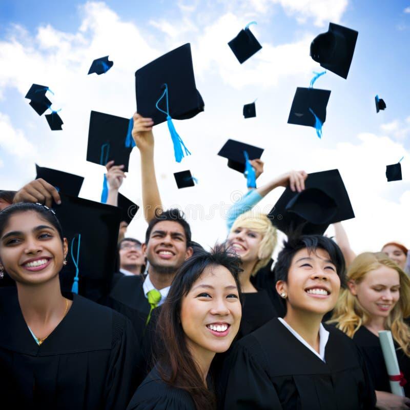 Grupo de estudiantes graduados del mundo fotos de archivo libres de regalías