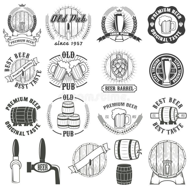 Grupo de etiquetas da cerveja, de crachás e de elementos do projeto ilustração stock