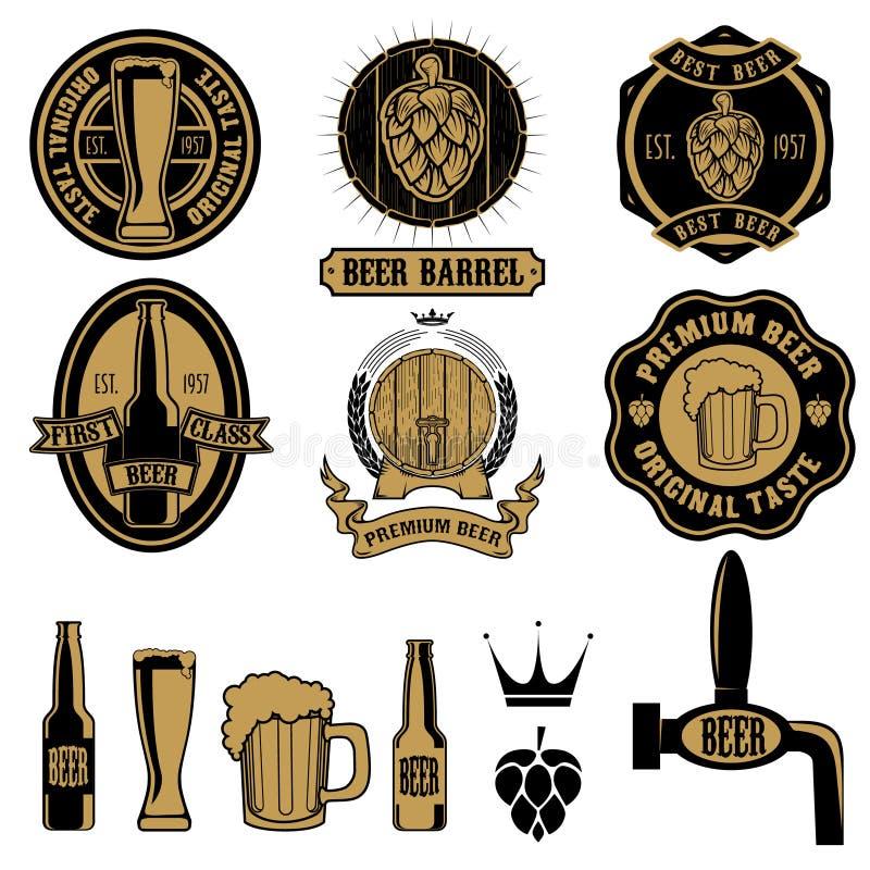 Grupo de etiquetas da cerveja e de elementos do projeto ilustração royalty free