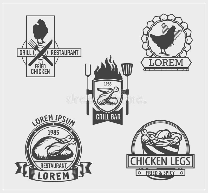 Grupo de etiquetas da galinha, de emblemas e de elementos do projeto ilustração do vetor