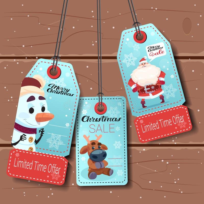 Grupo de etiquetas da venda do ano novo com boneco de neve, cervos e Santa On Wooden Background dos desenhos animados ilustração royalty free