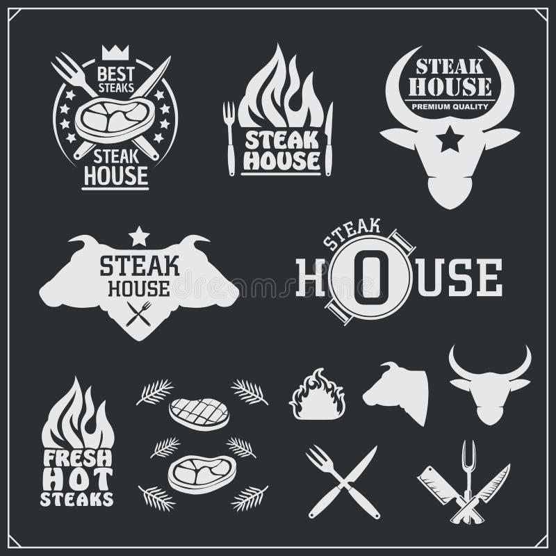 Grupo de etiquetas do BBQ e da grade Emblemas do assado, crachás e elementos do projeto ilustração royalty free