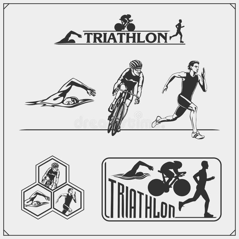 Grupo de etiquetas do triathlon, de crachás dos emblemas e de elementos do projeto Natação, ciclismo e corredor ilustração royalty free
