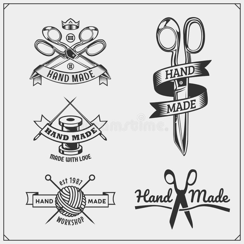 Grupo de etiquetas feitos à mão do vintage, de crachás, de emblemas e de elementos do projeto ilustração royalty free