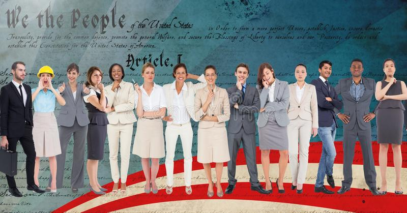 Grupo de executivos empresariais que estão contra o roteiro foto de stock royalty free
