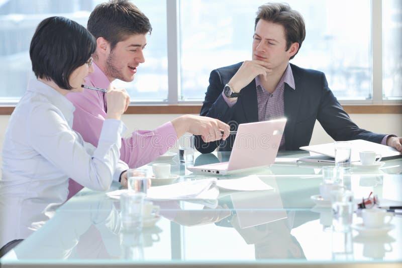 Grupo de executivos na reunião fotos de stock royalty free