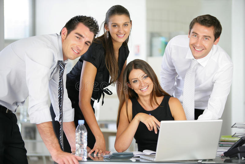 Grupo de executivos no escritório fotos de stock royalty free
