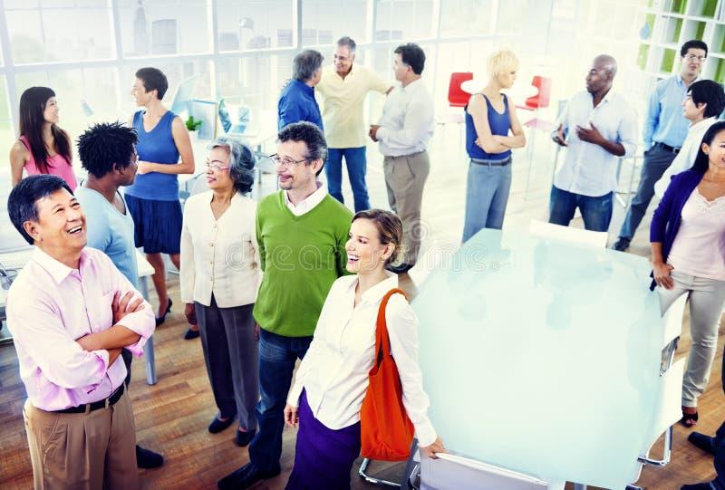 Grupo de executivos no escritório foto de stock royalty free
