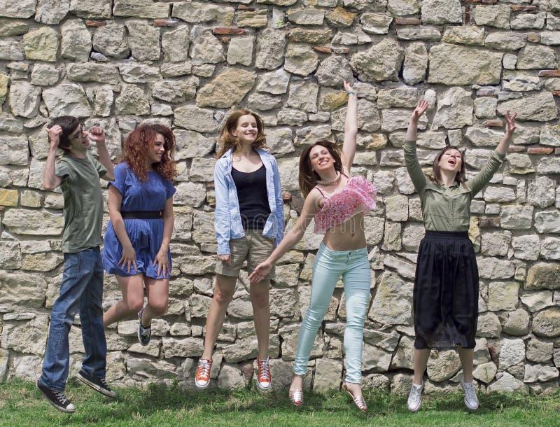Grupo de faculdade/estudantes universitário imagens de stock royalty free