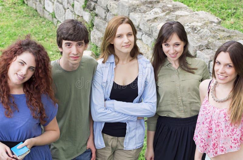 Grupo de faculdade/estudantes universitário imagem de stock