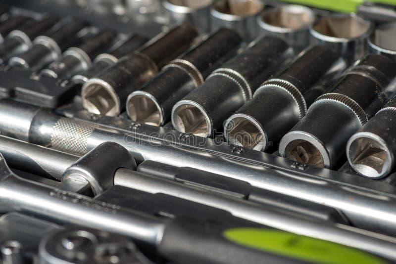 Grupo de ferramentas para o reparo do carro na caixa imagem de stock royalty free
