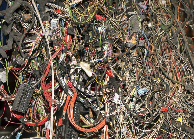 Grupo de fios e de cabos velhos do automóvel imagem de stock