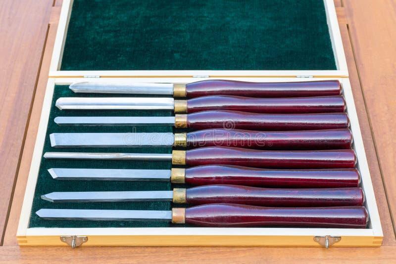 Grupo de formões de giro da madeira na caixa de madeira fotos de stock royalty free