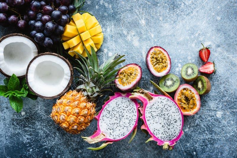 Grupo de frutas tropicales exóticas foto de archivo libre de regalías
