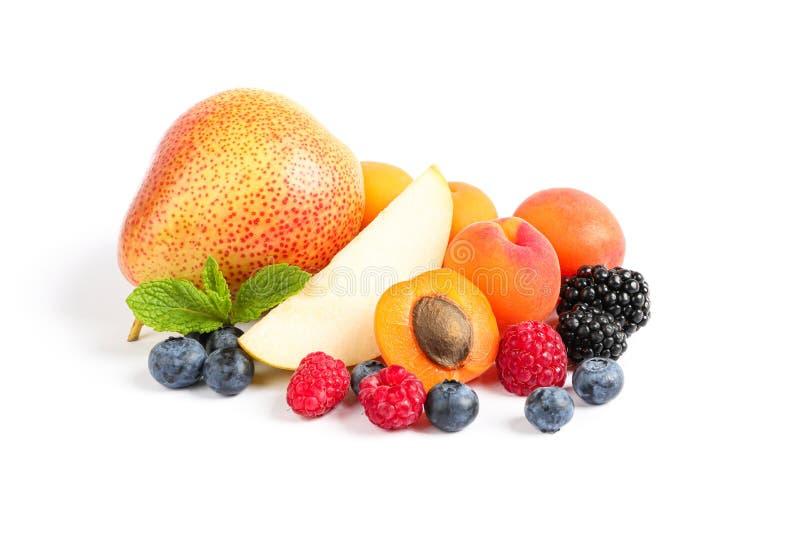 Grupo de frutos doces isolados imagem de stock