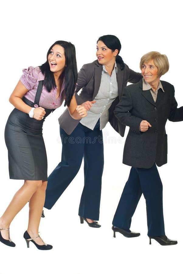 Grupo de funcionamento das mulheres de negócio imagens de stock
