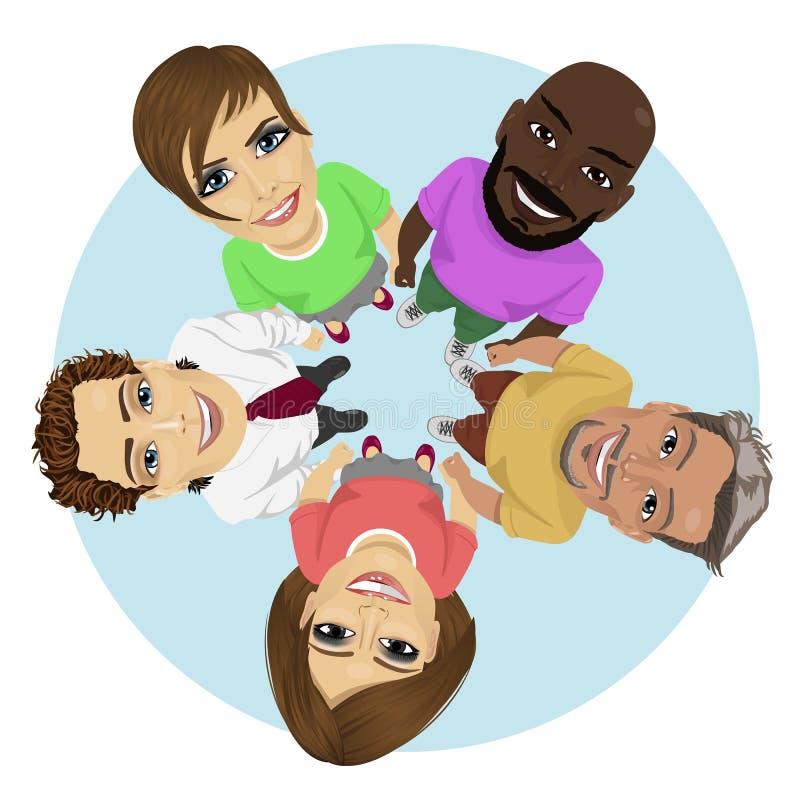 Grupo de gente joven multirracial en un círculo que mira para arriba que lleva a cabo sus manos juntas ilustración del vector