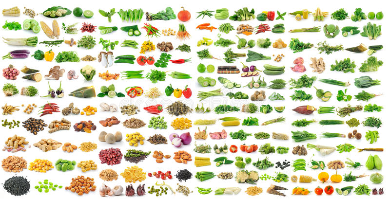 Grupo de grões e de vegetal no fundo branco fotografia de stock