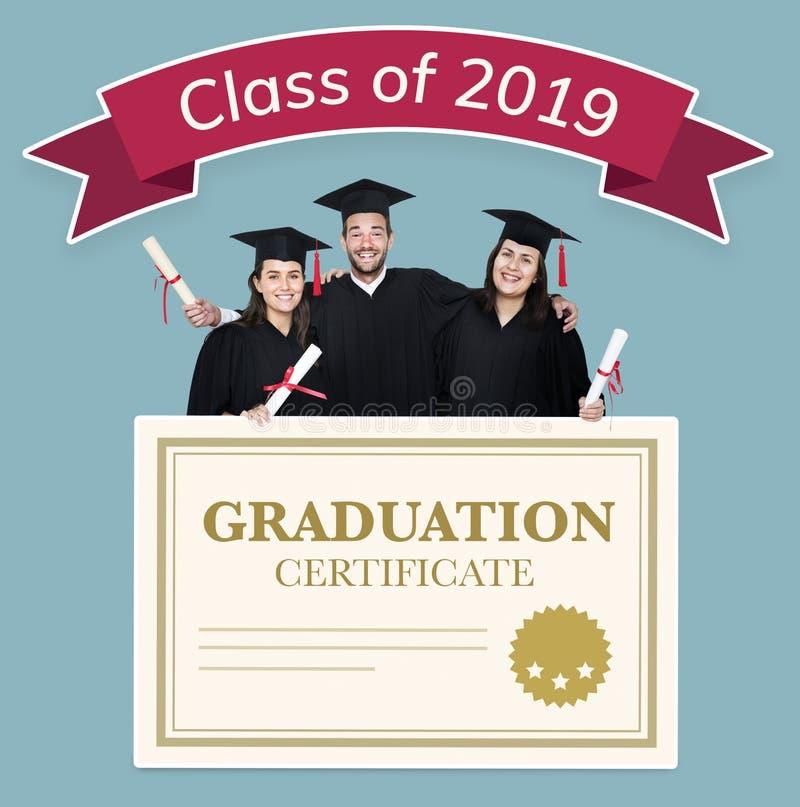 Grupo de graduados com classe da bandeira 2019 foto de stock royalty free