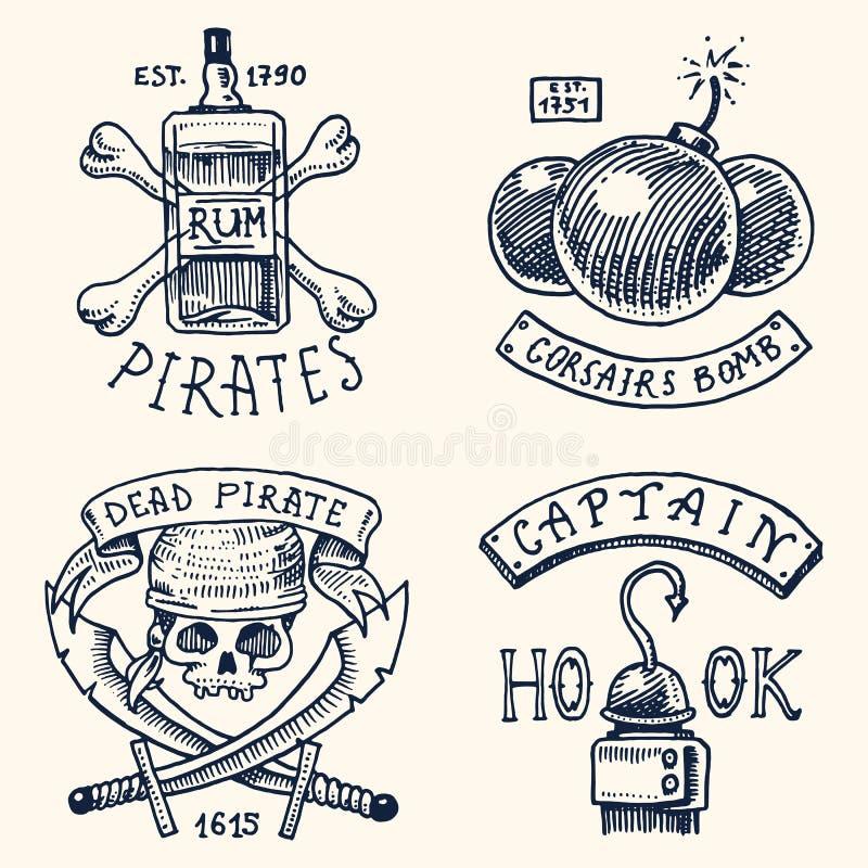 Grupo de gravado, mão tirada, velha, etiquetas ou crachás para corsários, garrafa do rum e osso, bomba, crânio com sabres, gancho ilustração royalty free