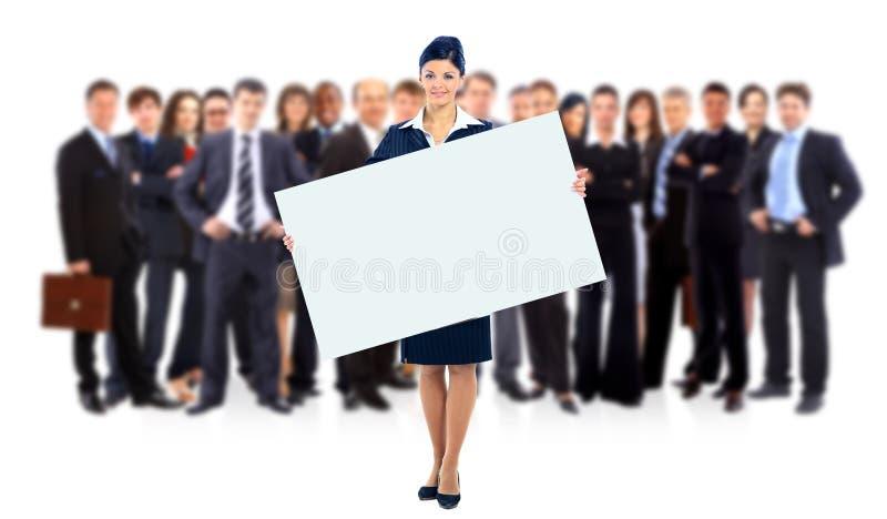 Grupo de hombres de negocios que sostienen un anuncio de la bandera aislado en blanco foto de archivo libre de regalías