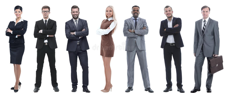 Grupo de hombres de negocios acertados que se colocan en fila imagen de archivo