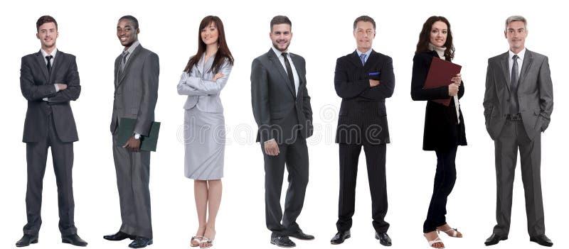 Grupo de hombres de negocios acertados que se colocan en fila imagenes de archivo