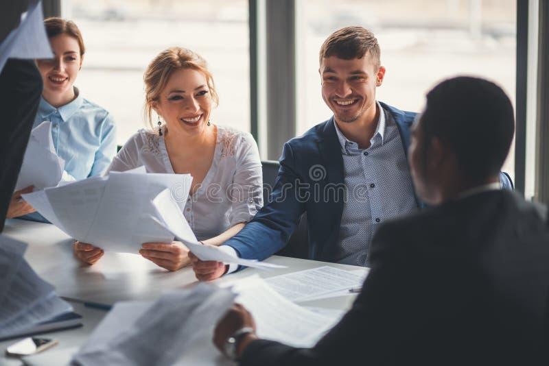 Grupo de hombres de negocios felices fotografía de archivo libre de regalías