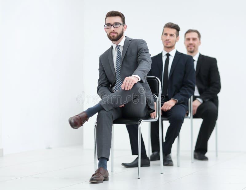 Grupo de hombres de negocios serios que esperan la entrevista imágenes de archivo libres de regalías