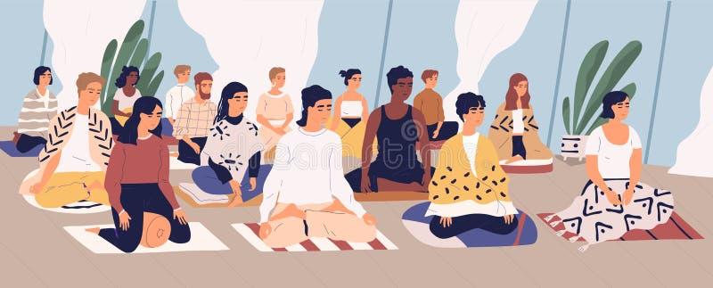 Grupo de homens novos e de mulheres que sentam-se no assoalho, meditando e executando o exercício do controle da respiração retir ilustração royalty free