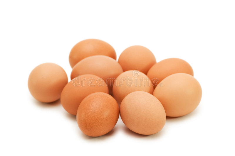 Grupo de huevos aislados en el blanco imagen de archivo