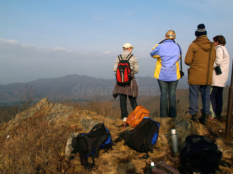 Grupo de ir de excursión a gente fotos de archivo libres de regalías
