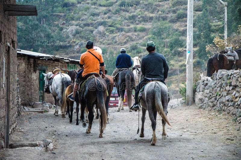 Grupo de jinetes en Canta una ciudad al norte de Lima - Perú fotografía de archivo libre de regalías