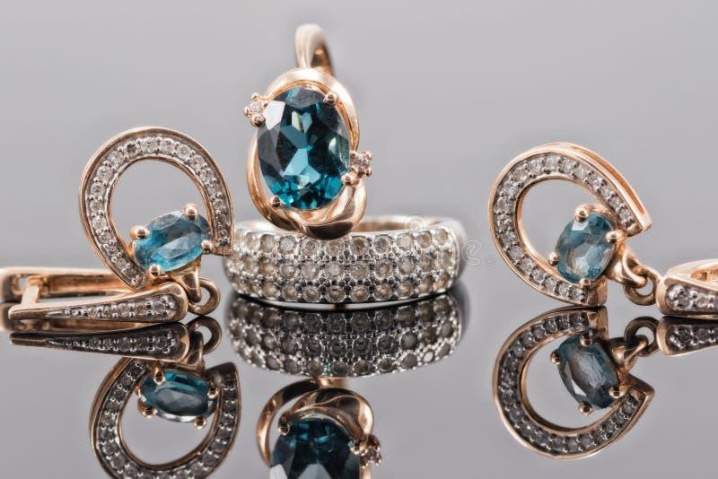 Grupo de joia do ouro com pedras do topázio fotografia de stock royalty free
