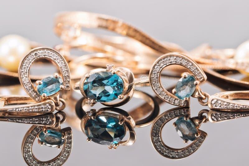 Grupo de joia do ouro com pedras do topázio imagem de stock royalty free
