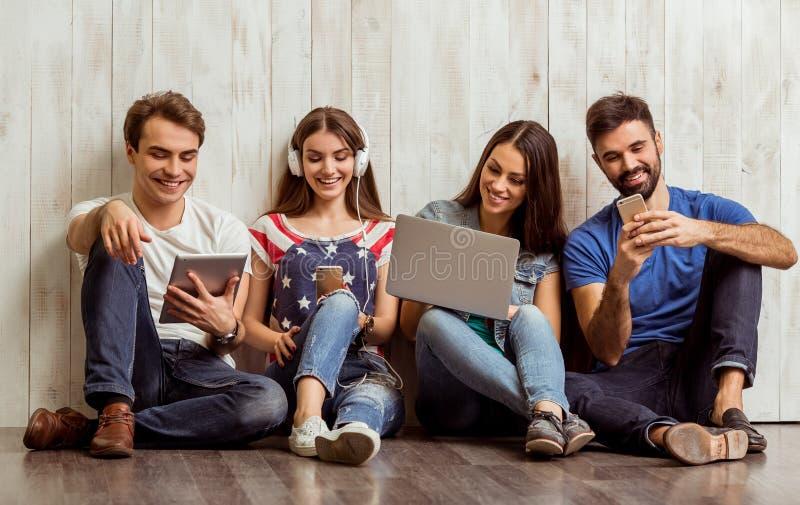 Grupo de jovens imagem de stock