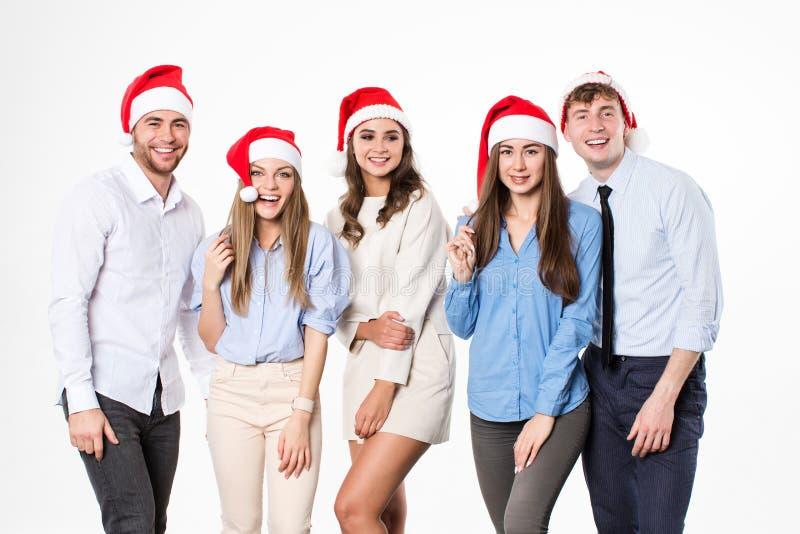 Grupo de jovens felizes em chapéus de Santa no fundo branco foto de stock royalty free