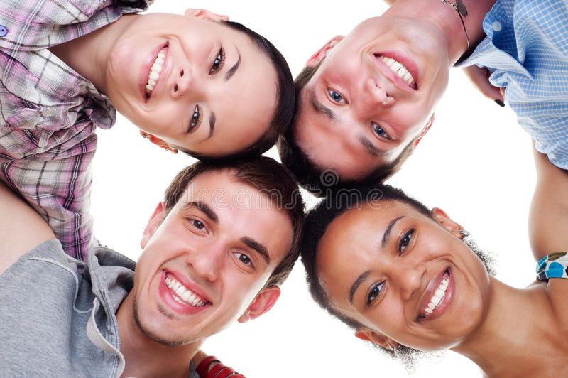 Grupo de jovens felizes no círculo fotos de stock royalty free