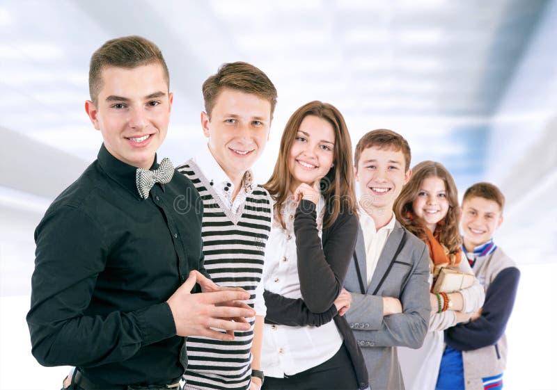Grupo de jovens positivos imagem de stock